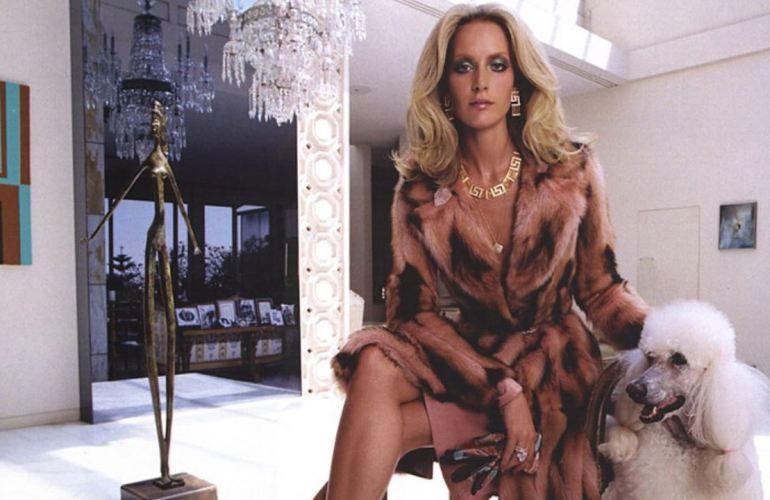 Georgina Grenville volvió a posar para Versace, 20 años después
